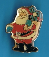 PIN'S //  ** LE PÈRE NOËL ** ET SA HOTTE ** - Noël