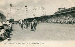 "CPA ""CHANTILLY""183 ""  Une Arrivée - Chantilly"