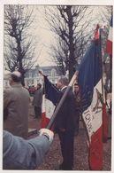 MILITARIA - PHOTOGRAPHIE D UNE CEREMONIE, DRAPEAUX ( DONT LEGION ETRANGERE ) VOIR LE SCANNER - Flags