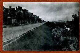 59    CPSM Petit Format  De PETITE-SYNTHE  Route Nationale  Joli Plan Avec Voiture  1952   Très Bon état - France