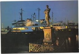 Leningrad: Quai De Lt. Schmidt Et Débarcadère - Neva - Embankment, Monument (Jumbo Sized Postcard; 25 Cm X 17 Cm) - Rusland