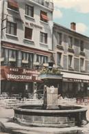 CPSM  07   SAINT AGREVE PLACE DE LA REPUBLIQUE FONTAINE PUB KRONENBOURG - Saint Agrève