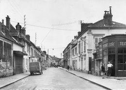 CPSM Dentelée - BONNIERES (78) - Aspect De La Gendarmerie De La Rue Georges Herrewyn En 1962 - Bonnieres Sur Seine