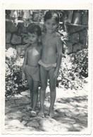 REAL PHOTO -  Kid Girl And Boy On Beach Enfants Fillette Et Garcon Sur La Plage ORIGINAL - Personnes Anonymes