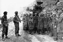 Militaria WW2 -Paras Allemands Prisonniers Des Néo-zélandais En Crète En Mai 1941 - 1939-45