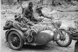 Militaria WW2 - Side-car Allemand Dans Un Village Russe En 1941 - 1939-45