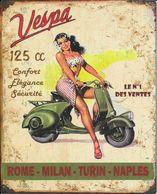 Superbe Plaque En Métal : Vespa 125 Cc Confort Elégance Sécurité Le N°1 Des Ventes - Advertising (Porcelain) Signs