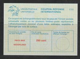 Nederland Antwoordcoupon C 22    250 Cent  Groenige  Ondegrond - Postal Stationery