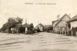 SOMAIN - La Cité Des Cheminots Un Monument En Angle De Rues - Autres Communes