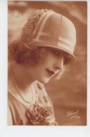 FEMMES - FRAU - LADY - MODE - CHAPEAUX - Jolie Carte Fantaisie Portrait Femme Avec Chapeau Et Fleurs - Women