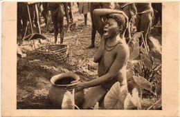 OUBANGUI CHARI - Afrique Equatoiale Française -Femme Nue Boubou (Urne Funéraire Du Mari)- Photo René Moreau (103193)) - Ciad