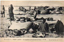 FORT LAMY - Un Marché Sur Les Bords Du Chari - A.E.F.     (103200)) - Ciad