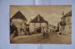 COURSON-les-CARRIERES-le Haut De La Place Principale - Courson-les-Carrières