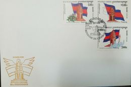 L) 2000 CAMBODIA, MONUMENT OF INDEPENDENCE, 47 ANNIVERSARY, ARCHITECTURE, FLAG, FLOWERS, PEOPLE, FDC - Cambodia