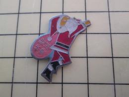 Pin1015a Pin's Pins / Rare Et De Belle Qualité  : NOEL / PERE NOEL ASIATIQUE - Weihnachten