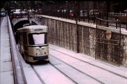 Photo Diapo Diapositive Slide Train Tram Tramway De Marseille En 1972 VOIR ZOOM - Diapositives