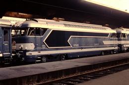 Photo Diapo Diapositive Train Wagon Locomotive Diesel SNCF 67022 En 1964 VOIR ZOOM - Photography