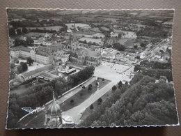 56 - RARE - SAINTE ANNE D'AURAY - LA BASILIQUE ET LE MONUMENT AUX MORTS - AERIENNE - PILOTE RAY DELVERT - R13304 - Sainte Anne D'Auray