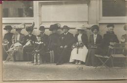 D63 - CARTE PHOTO -  GROUPE  DE CURISTES  ELEGANTES - Châtel-Guyon