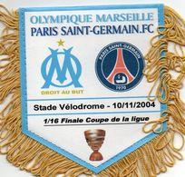 Fanion Du Match MARSEILLE  / PSG Coupe De La Ligue 2004 - Habillement, Souvenirs & Autres