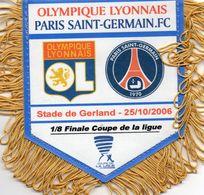 Fanion Du Match  LYON / PSG  Coupe De La Ligue 2006 - Habillement, Souvenirs & Autres