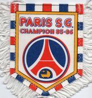 PARIS SG  Champion De France 1985/86 - Habillement, Souvenirs & Autres