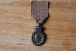 Medaille Militaire Napoleon Saint Helene  1821 - Before 1871