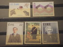 IRLANDA - 1983 PERSONAGGI E CANI 5 VALORI - NUOVI(++) - 1949-... Repubblica D'Irlanda