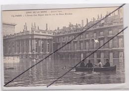 PARIS (75)7me Arr.L'Entrée D'un Député Dans La Cour Du Palais Bourbon-Crue De La Seine Janvier 1910 - Inondations De 1910