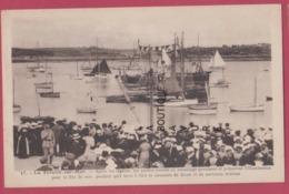 56 - LA TRINITE SUR MER--Apres Les Regates Les Yachts Rentrés Au Mouillage Pavoisent---cpsm Pf--animé - La Trinite Sur Mer
