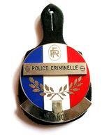 ANCIEN INSIGNE EN METAL SUR CUIR DE LA  POLICE NATIONALE LA POLICE CRIMINELLE EXCELLENT ETAT DIAMETRE 50MM - Police