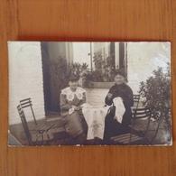 Carte Photo Femmes Faisant De La Broderie. 1916 - Cartes Postales