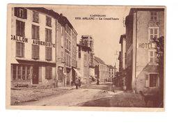 63 Arlanc La Grand Route Cpa Animée Commerce Hotel Des Voyageurs Auberge - Frankreich