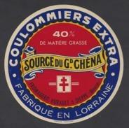 Etiquette De Fromage  Coulommiers  -   Source Du Gd. Chéna  -  Fromagerie Hurault  à  Dieppe Sous Douaumont  (55) - Quesos