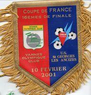 Fanion Du Match VANNES OC / US ST GEORGES LES ANCIZES Coupe De France 2001 - Habillement, Souvenirs & Autres