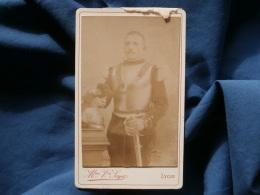 Photo CDV Vve Soyer à Lyon - Militaire Musicien Cuirassier, Casque, Sabre  Circa 1885 L362 - Photos