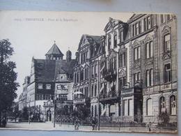 THIONVILLE / PLACE DE LA REPUBLIQUE / BELLE CPA / 1939 - Thionville