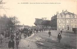 44 - LOIRE ATLANTIQUE / St Nazaire - 442167 - Sortie Des Ouvriers Aux Chantiers - Saint Nazaire