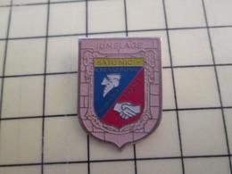 Pin1015c Pin's Pins / Rare Et De Belle Qualité  : VILLES / JUMELAGE FRANCE ROUMANIE CRESSERONS CALVADOS SATURNIC - Badges