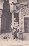 TUNIS. Femme Tunisienne Dans Son Intérieur. 211 - Tunisia