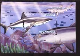 MOZAMBIQUE   1415 MINT NEVER HINGED SOUVENIR SHEET OF FISH-MARINE LIFE  #   667-4   ( - Fische