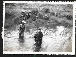 Tonkin Vietnam Indochine Laos 8 Novembre 1950 Passage Arroyo Dans La Vallée De Quang La Militaire - Vehicles