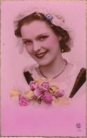 AK Französischen Mädchen Mit Blumen - Coquarde - 1910/20 (33695) - Frauen