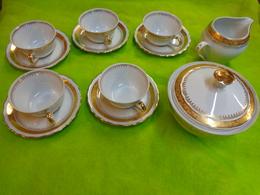 5 Tasses Et Sous Tasses +  Sucrier Et Pot De Lait Porcelaine St Amand -hesperides - Art Populaire