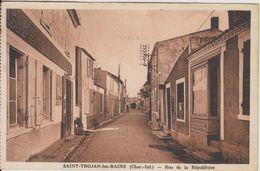 D17 - SAINT TROJAN LES BAINS - RUE DE LA REPUBLIQUE - (CAFE TABAC PARISIEN) - Sonstige Gemeinden