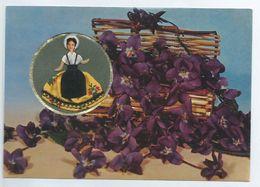 CPM Poupée Provençale Brodée Et Panier De Violettes - Carte Parfumée Vallazur Parfum Fragonard écrite - Ricamate