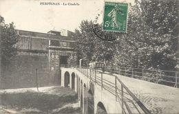PERPIGNAN . LA CITADELLE+ 1 CHARETTE SUR LE PONT .  .AFFR LE 31-12-1919 SUR RECTO - Perpignan