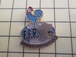 Pin1015c Pin's Pins / Rare Et De Belle Qualité  : SPORTS / COQ FRANCAIS RUGBY COUPE DU MONDE 91 GRENOBLE - Rugby