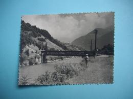 PHOTOGRAPHIE  - ALLEMONT  - 38  -  L'eau D'Olle  -  Au Centre Allemont  -  Le Pont De Fer -  8,6  X 11, 5  -  Isère  - - Allemont