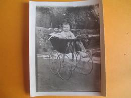 Photographie Papier /Bébé Souriant Dans Landau  /1928                       PHOTN304 - Personas Anónimos